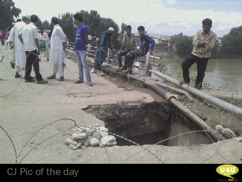 A portion of bridge called as cement kadal, Srinagar collapsed due to leakage in water pipe.