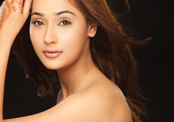 Actress Sara Khan's vehicle overturns, no casualties
