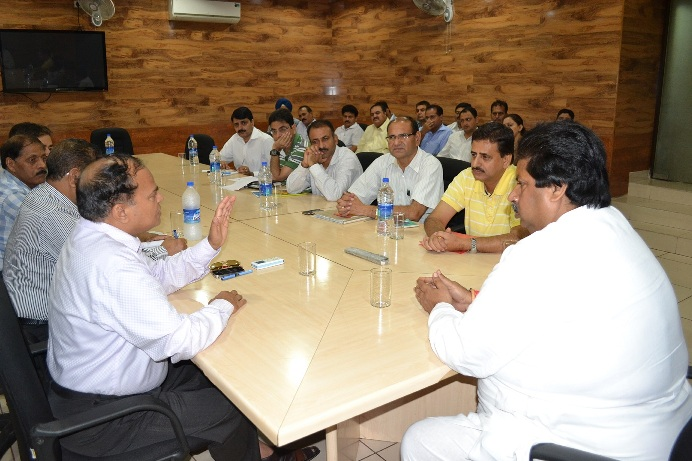 Bhalla reviews ongoing projects under JMC, JDA, UEED, HD