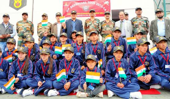 GOC 8 Mountain Division Flagged off Students on Sadhbhavna Tour