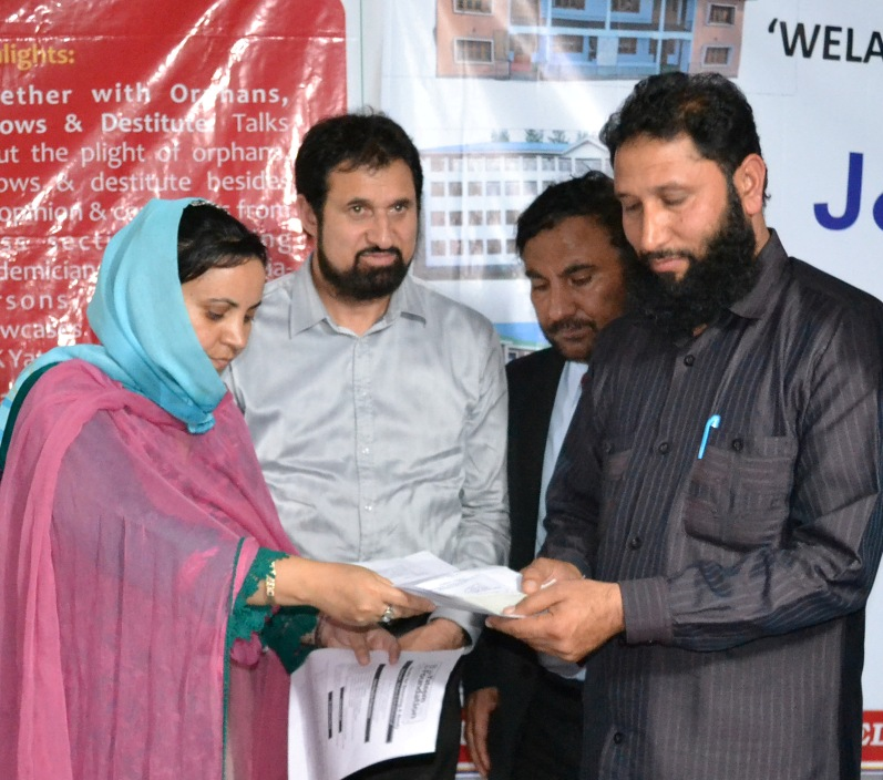 Sakina distributes Cheques worth Rs 25 Lakh to Orphanages