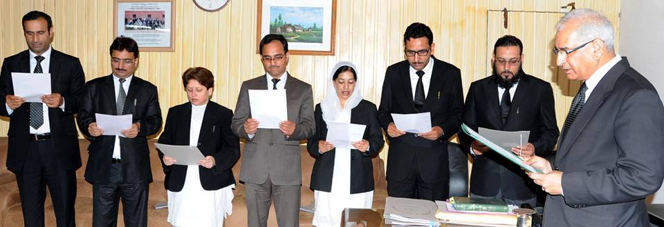 Sharma administers oath of office to seven newly appointed district judges