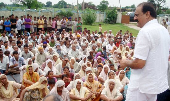 Slathia visits flood affected areas