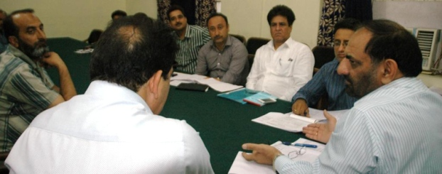 DDC reviews status of ongoing mega projects in Doda