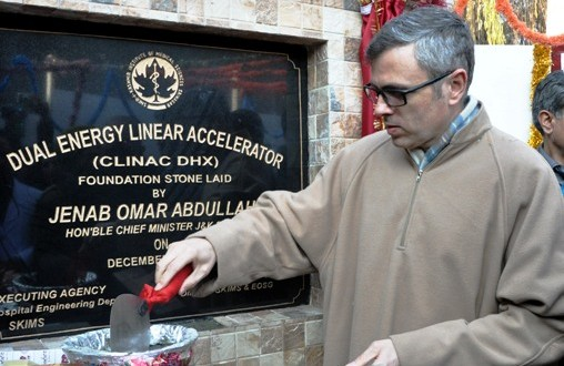 Omar inaugurates modern medical gadgets at SKIMS