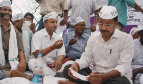 Admitting Delhi 'mistake', Kejriwal in dialogue with voters