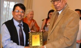 The Governor felicitating Mr. Shantmanu, Div.Comm, Jammu