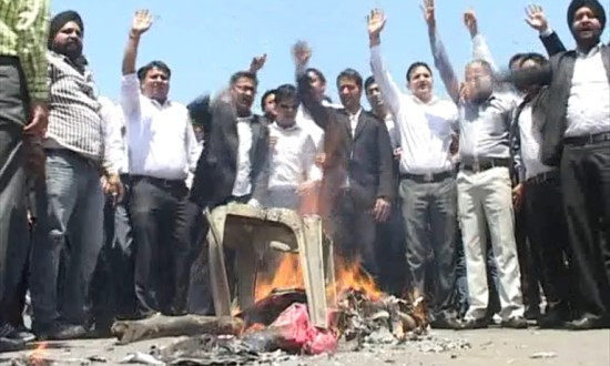 Are Jammu lawyers right in striking work to get an SHO suspended