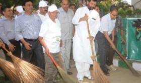 Modi to wield broom, launch Swachh Bharat Mission