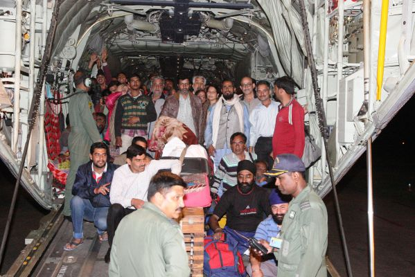 SHIB0983-flood affected people being ferried by IAF C-130J aircraft to Jammu from Srinagar