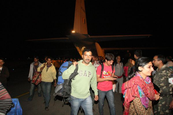 SHIB0992-flood affected people being ferried by IAF C-130J aircraft to Jammu from Srinagar