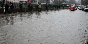 Flash floods damage houses, roads in Kashmir
