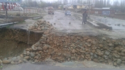 Srinagar-Gulmarg highway cut off, Kunzar bridge damaged due to flash floods