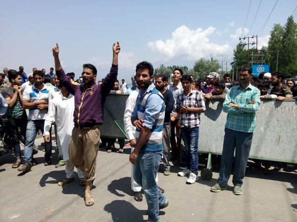 Jammu Kashmir | Scores of youngsters could not appear in CET for professional colleges as insensitive protesters blocked roads in Srinagar, LAWDA Protest Kashmir, Jammu and Kashmir news, Srinagar, LAWDA protests in Srinagar, CET Exam Srinagar