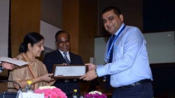 Rajinder Gupta receive a award for gud governace in Passport Office Jammu