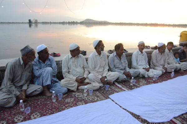 Jammu Kashmir News | The Iftar party that spread over a 1.6 kilometer stretch along the Dal lake was recorded in the Limca Book of Records.