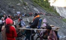 2753 pay obeisance at Holy Cave; Yatra tally reaches 3,18,037