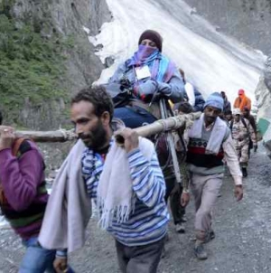 Amarnath Piligrims climb their way up to the holy cave