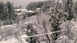 Moderate to Heavy snowfall in Kashmir