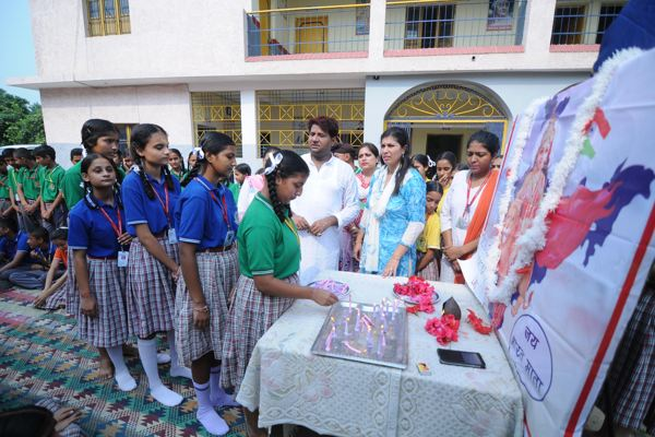 B S K High School Domana Paid Tribute To Mother India